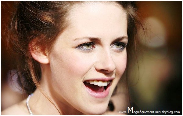 2008 - Kristen Stewart et le reste du Cast étaient à la grande première de Twilight Chapitre 1 à Los Angeles.