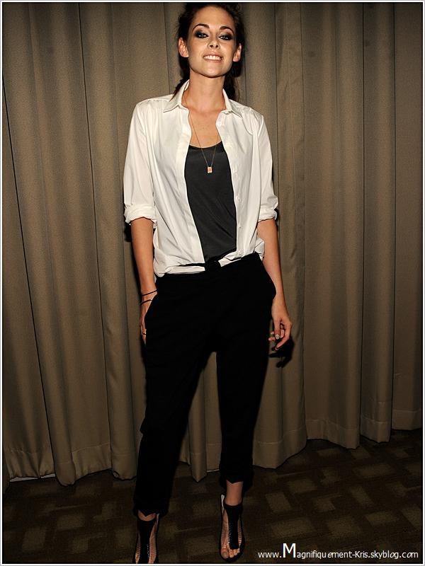 Evénement| Maquillage à gogo, mais magnifiquement belle, Kristen en mode smille.