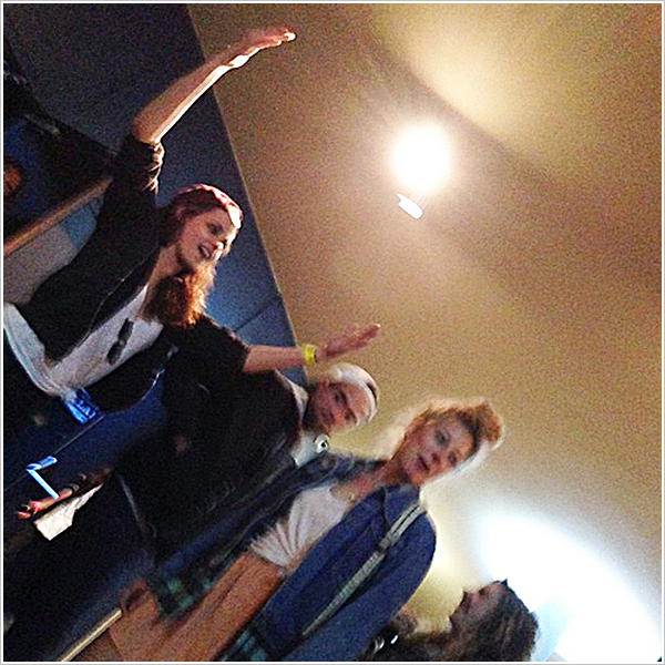 Candid  |            Robsten & Co se trouvant au concert des Crystal Castles à Los Angeles.     26'04'2013