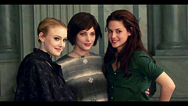 Divers |        Nouvelle photo du set de New Moon avec Dakota Fanning & Ashley Greene.