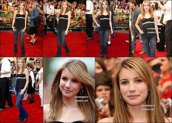 24/06/2006 : Emma s'est rendue à la première de Pirates des Caraïbes 2 : Le secret du coffre maudit à LA.