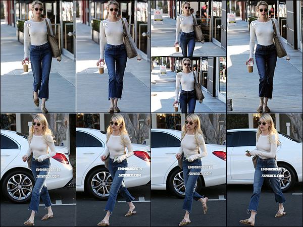 14/11/16 : Emma Roberts, café glacé en main, a été aperçue en pleine balade dans les rues de Los Angeles. Elle a ensuite été aperçue à la sortie du salon Nine Zero One après avoir été refaire sa coupe de cheveux. J'aime beaucoup sa tenue ![/font=Arial]