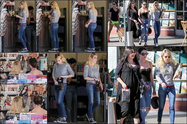 13/11/16 : Emma, sa maman et une amie à elle ont été aperçues alors qu'elles se baladaient dans Los Feliz. Elle en a profité pour s'arrêter à un café/tabac où elle a acheté quelques magazines. Concernant la tenue, c'est tout simple. Un top.[/font=Arial]