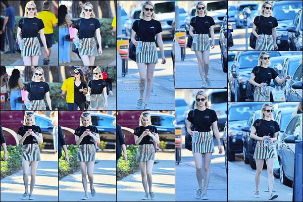 28/01/18 : Emma et sa maman ont été faire du shopping au Melrose Trading Post, dans West Hollywood. Encore une fois, j'aime beaucoup la tenue qu'elle porte. Les motifs de sa jupe sont très jolis et lui vont bien. C'est donc un top ![/font=Arial]