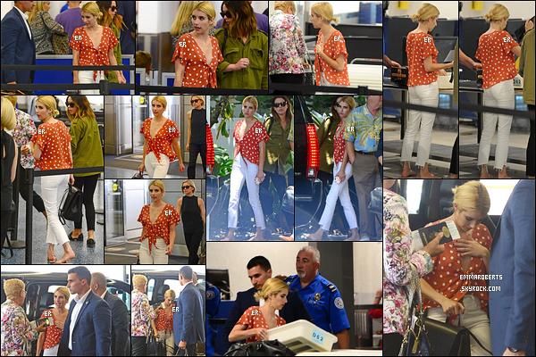 14/07/16 : Notre très chère Emma a été aperçue par les paparazzis alors qu'elle arrivait à l'aéroport de Miami. Emma rentre enfin en Californie et plus précisément à Los Angeles après toutes ces promotions... Elle va enfin pouvoir se reposer ![/font=Arial]