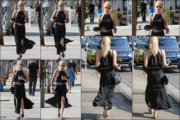 24/08/16 : Emma a été aperçue alors qu'elle se baladait avec un café dans les mains, dans West Hollywood. Emma portait une jolie robe longue noire ce jour là, qui lui va très bien je trouve. Malheureusement, je n'aime pas ses chaussures.[/font=Arial]