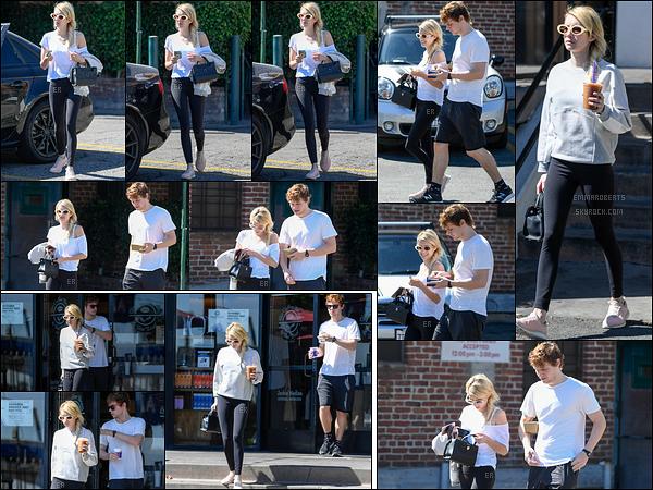 30/09/16 : Emma R. et Evan P. ont été photographiés ce jour-là quittant Musso & Frank Grill, dans Hollywood. La même journée, ils se sont rendus au Coffee Bean & Tea Leaf afin d'aller acheter leur café glacé. Tenue sportive donc aucun avis.[/font=Arial]