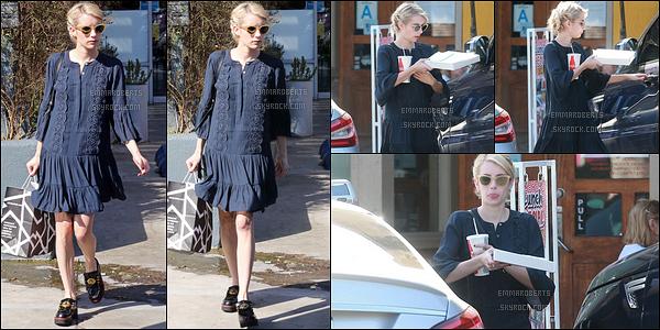 03/10/16 : Emma et son fiancé Evan ont été vus allant se chercher un café, dans un quartier de Los Angeles. Une tenue un peu plus mignonne que celle de la veille, mais je ne suis pas vraiment fan non plus... Et les chaussures, n'en parlons pas.[/font=Arial]