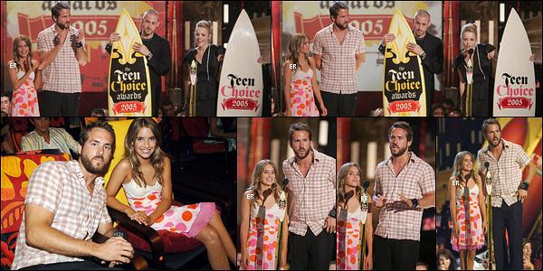 14/08/2005 : Elle s'est ensuite rendue à la cérémonie des Teen Choice Awards où elle a remis un prix, à Los A.