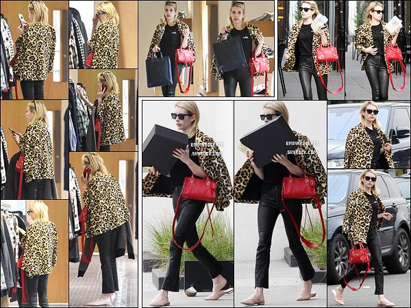 04/01/17 : Emma Roberts a été aperçue faisant un peu de shopping, dans une boutique de West Hollywood. Côté tenue, j'aime beaucoup son manteau qui s'accorde à sa tenue noire. Mais je suis un peu moins fan des chaussures... Vos avis ?[/font=Arial]