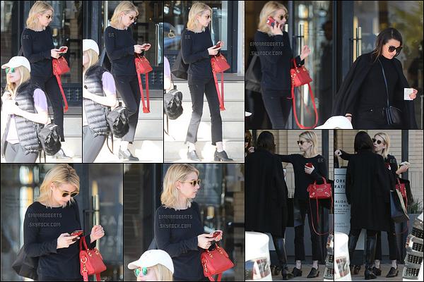 06/01/17 : Emma et sa meilleure amie Lea Michele ont été aperçues quittant le Barney's, dans Beverly Hills. J'aime énormément son sac rouge. Le reste de sa tenue ne me plait absolument pas. Bof pour moi. Et vous, vous en pensez quoi ?[/font=Arial]