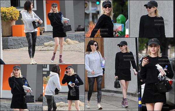 08/01/17 : Emma Roberts a été photographiée se promenant, avec Brit Elkin, dans les rues de Los Angeles. Je trouve la tenue sympa par contre, c'est un gros flop du côté de l'association chaussures/chaussures. Elle nous a habitué à mieux ![/font=Arial]