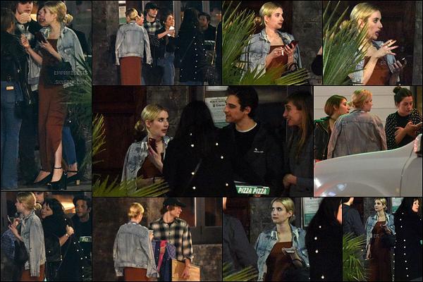 21/01/17 : Notre blondinette préférée a été aperçue avec quelques amis et Evan, dans les rues de Hollywood. Je ne suis pas très fan de sa robe, mais Emreste toute jolie et toute simple pour une soirée. Bof pour moi. Et vous, vous en pensez quoi ?[/font=Arial]