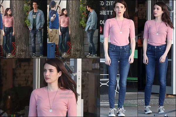 08/06/17 : Emma et Hayden ont été aperçus sur le tournage de leur prochain film, Little Italy, dans Toronto. Pour le coup, Emma porte une tenue différente. Elle reste simple, sans extravagance... Un petit top pour ma part ! Quant à vous ?[/font=Arial]