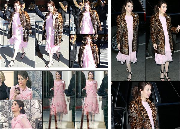 23/03/17 : Emma a été aperçue par les paparazzis alors qu'elle arrivait aux studios de The Today Show, à NY. Elle a également été photographiée à l'intérieur des studios, puis à la sortie. Concernant la tenue, j'aime la robe mais pas le manteau.[/font=Arial]