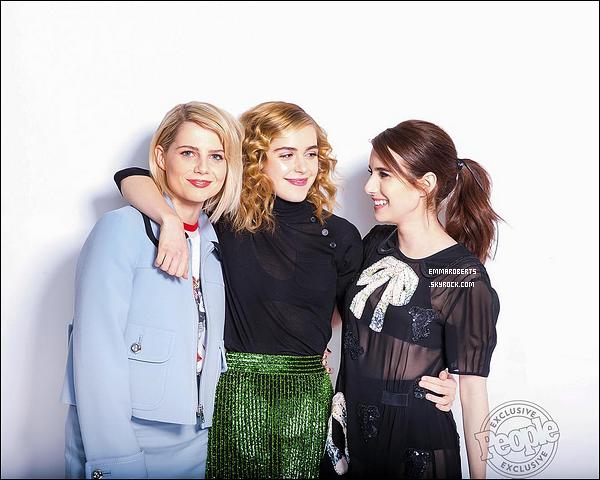 . Cliché d'Emma, Lucy Boynton et Kirnan Shipka pour le magazine « People ». .