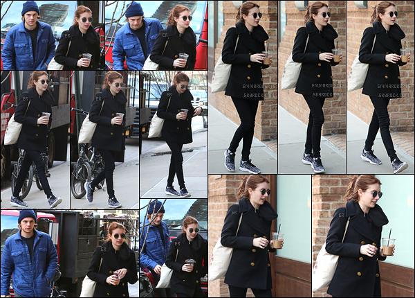 02/04/17 : Emma et Evan ont tous deux étaient aperçus en pleine balade dans Tribeca, un quartier de NY. Nouvelle sortie pour les amoureux. Ils ne sont pas très proches, ni complices sur les photos, mais ça ne change pas des autres fois...[/font=Arial]
