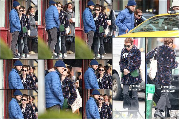 04/04/17 : Emma et Evan ont été aperçus par les paparazzis en pleine balade dans les rues de New York. La tenue que porte Emma n'est pas jolie jolie. Et l'attitude d'Evan envers elle ne mérite aucun commentaire. Un flop pour ma part.[/font=Arial]
