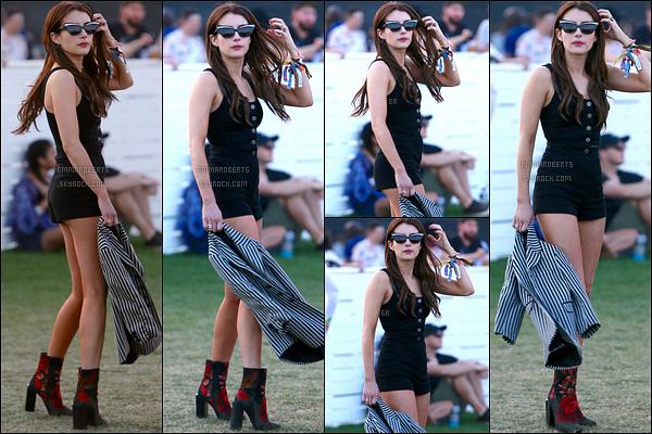 15/04/17 : Emma a été aperçue au festival Coachella afin de profiter des groupes de musique, à Thermal. (CA) Encore une fois, je suis fan de la tenue qu'elle porte. Je trouve qu'elle adopte un très bon style cette année, j'adhère ! Nouveau top.[/font=Arial]