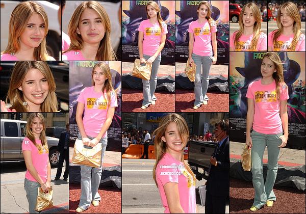 10/07/2005 : Notre jolie Emma s'est rendue à la première du film Charlie et la Chocolaterie, dans Los Angeles.