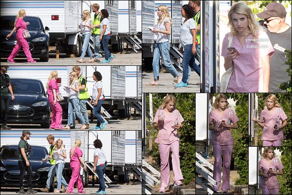 05/08/16 : La miss Roberts a été repérée sur le set de sa série, Scream Queens, dans la ville de Los Angeles. Sur le chemin pour rejoindre sa loge, Emma est tombée nez-à-nez sur Abigail, que vous pouvez voir sur les photos. Emma est belle ![/font=Arial]