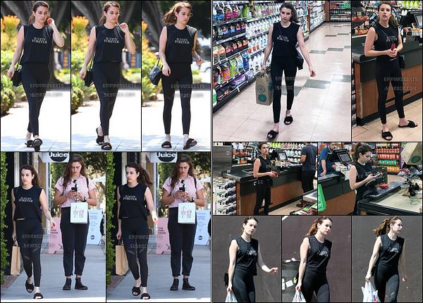 31/07/17 : Double journée pour Emma qui a d'abord été vue quittant le Moon Juice, dans Melrose Place. - (WH) Puis elle a  été vue dans un supermarché de Los Angeles. Pour la tenue, il n'y a rien à dire à part que je n'aime pas les chaussures.[/font=Arial]
