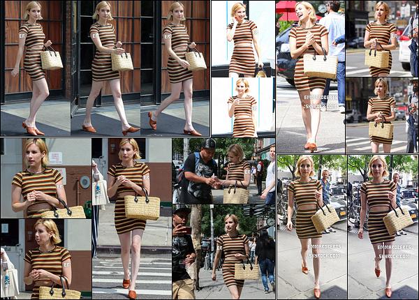 08/08/17 : Emma a été aperçue quittant son hôtel afin de prendre un peu l'air dans les rues de - New York. Les paparazzis l'ont ensuite photographié alors qu'elle retournait à son hôtel afin de se préparer. Perso, je n'aime pas trop sa tenue.[/font=Arial]