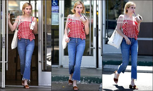 11/08/17 : Notre Emma Roberts a été aperçue alors qu'elle quittait un Coffee Bean & Tea Leaf de Los Angeles. La belle est de retour à Los Angeles après un bref séjour à New York. Seulement trois photos de disponible pour cette sortie... Bof ![/font=Arial]