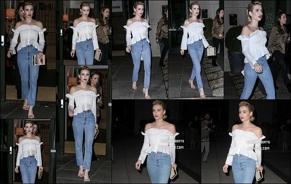 07/09/17 : Emma a été vue quittant son hôtel afin de se rendre à un événement qui a eu lieu à Brooklyn. (NY) J'adore la tenue qu'elle porte, elle lui va bien. Par contre, la coiffure est juste horrible. Ca la vieillit, c'est laid ! Très mauvais choix...[/font=Arial]