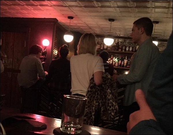 Le 13/10, au soir, Emma et Evan ont été boire un verre dans un bar de Nashville.