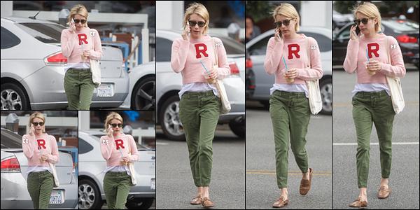 03/10/17 : Em' a été photographiée en train de quitter le salon Anastasia Cosmetics & Beauty, à Beverly Hills. Pour cette sortie, Em portait un pull avec l'initiale de son nom de famille. Je trouve la tenue sympa même si le top blanc dépasse trop.[/font=Arial]