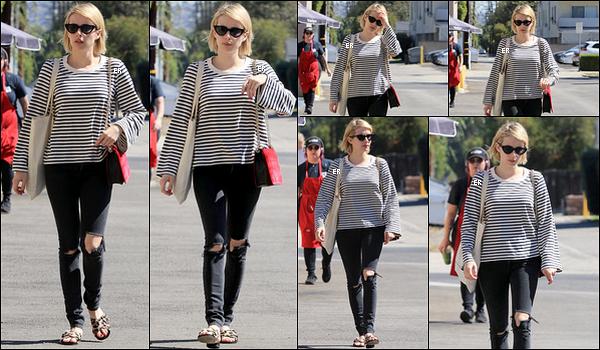 05/10/17 : Emm s'est rendue dans le magasin Emeral Forest Gifts où elle a effectué quelques achats, à LA. Pour le coup, Emma porte une petite tenue toute simple. Je suis un peu moins fan des chaussures mais ça passe quand même ![/font=Arial]