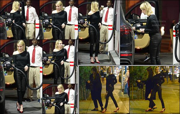 31/01/18 : Emma Roberts a été aperçue en train de mettre de l'essence à une station service de Los Angeles. Après, elle a été vue avec une amie au Delilah, où elle ont passé la soirée. Sa tenue est jolie et ses escarpins rouges encore plus ![/font=Arial]