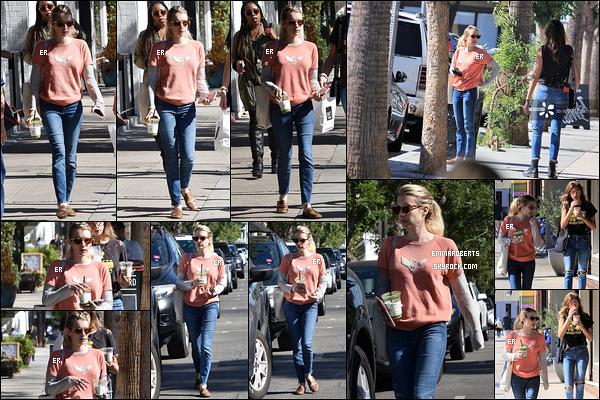 09/10/18 : Emma Roberts et Grace - sa demi-soeur - se baladaient dans les rues ensoleillées de Los Angeles. Ca fait plaisir de voir qu'elles continuent de passer du temps ensemble. Par contre, je ne suis pas fan de la tenue portée Emma. Flop ![/font=Arial]