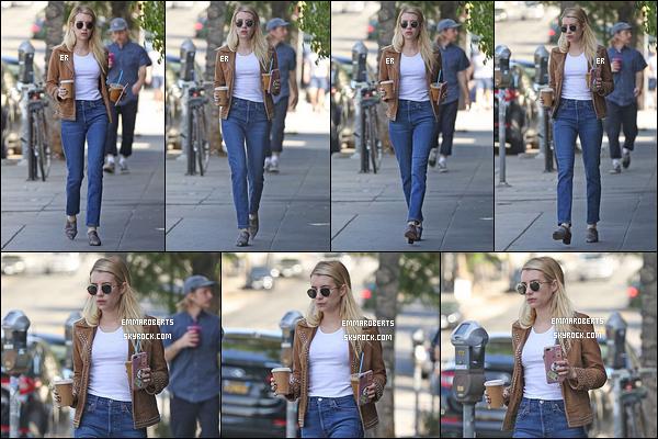 10/10/18 : Notre Emma a été aperçue par ses amis les paparazzis près de chez elle et d'un café de Los Angeles. Elle a pris deux boissons sûrement pour la personne qui l'attendait dans la voiture. J'aime énormément la tenue qu'elle porte. - Un top ![/font=Arial]