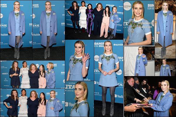 26/01/19 : Emma et ses co-stars de Paradise Hills étaient à la première au Sundance Film Festival de Park City. Changement de tenue pour l'actrice qui porte désormais une longue robe bleue. A son arrivée, elle a également signé des autographes ![/font=Arial]