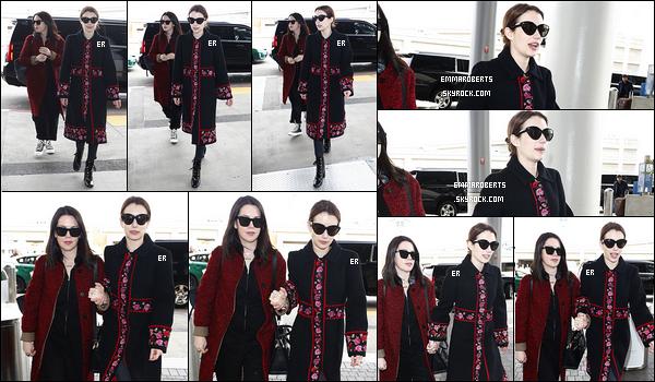 03/03/19 : Emma R. et sa meilleure amie ont été aperçues tout sourire devant l'aéroport LAX, dans Los Angeles. Je pense qu'elles ont pris un avion en destination de Paris afin d'assister à la fin de la Fashion Week. De nombreuses stars y sont aussi.[/font=Arial]