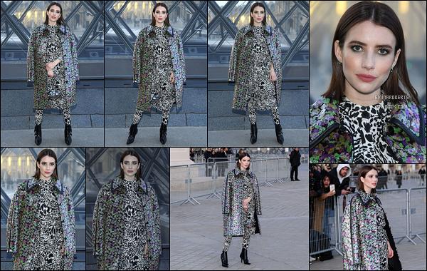 05/03/19 : Emma. s'est rendue au défilé de la marque Louis Vuitton, lors de la Fashion Week, organisée à Paris. Le défilé s'est déroulé au Louvre. Je suis pas fan de la tenue qu'elle portait. Rien ne va vraiment ensemble et les chaussures sont moches.[/font=Arial]