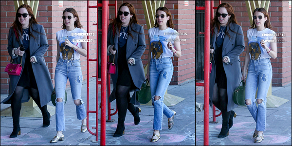 17/03/19 : Em Roberts et une de ses amies se promenaient dans les rues de Los Angeles avant d'aller déjeuner. Peu de photos sont sorties pour cette news malheureusement. Sa tenue est jolie, toute simple même... Je lui accorde donc un petit top ![/font=Arial]