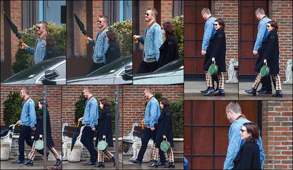 31/03/19 : Emma et l'acteur Garrett Hedlund, son nouveau petit-ami, se promenaient dans les rues de New Y. Les rumeurs s'avéraient donc vraies... Ca me fait de la peine pour Evan mais Emma a l'air beaucoup plus joyeuse avec lui. Vos avis ?[/font=Arial]