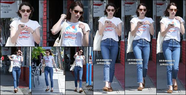 09/04/19 : Emma Roberts a été photographiée se baladant toute seule dans les célèbres rues de - Los Angeles. Rien de bien intéressant à dire à propos de cette sortie ; si ce n'est que je la trouve tout de même jolie dans cette tenue... Quant à vous ?[/font=Arial]