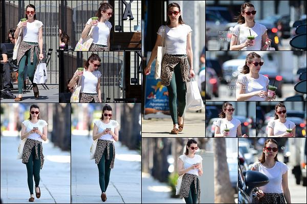25/03/19 : Em est allée s'acheter une délicieuse boisson glacée et quelque chose à grignoter à West Hollywood. Comme vous pouvez le voir, elle porte une tenue de sport. En effet, elle s'y est rendue juste avant. - Il n'y a donc pas d'avis à donner ![/font=Arial]