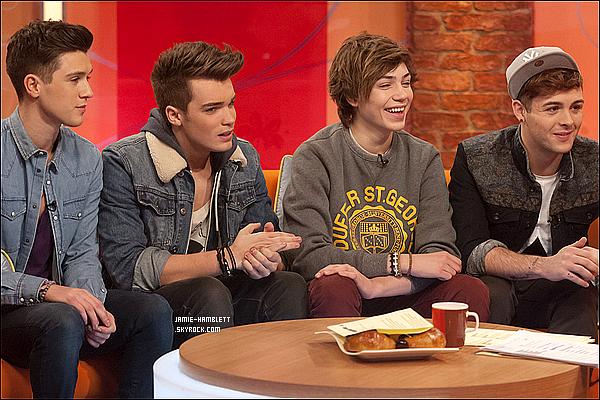 . 23/11/12 : Les Union J ont été vus quittant le studio ITV à Londres, en Angleterre.J'aime beaucoup les tenues des garçons, comme à chaque fois ils sont superbes ! Vous leur accordez un top ou un flop ?