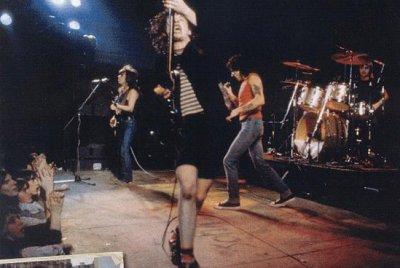 1976 - Dirty Deeds Done Dirt Cheap