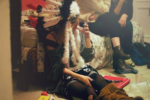 ................... Ohh regarde comme elle est belle quand elle pleure, & que son mascara coule sur ses joues ....