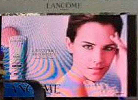 Article spécial : Emma Watson, à nouveau au service de Lancôme.