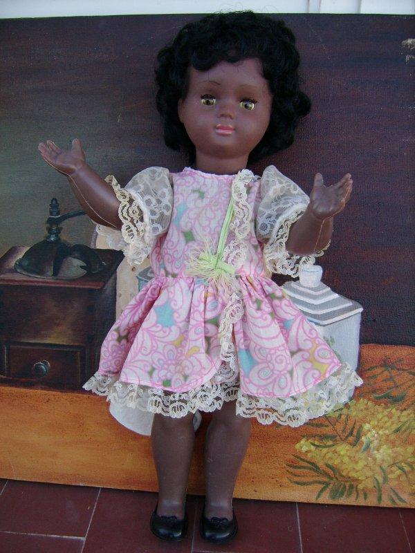 Ancienne poupée en vinyle noire de 45 cm (quand les dimanches se suivent mais ne se ressemnlent pas.