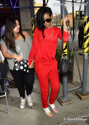 Rihanna enfin sage ? Côté look, il y a enfin du progrès...