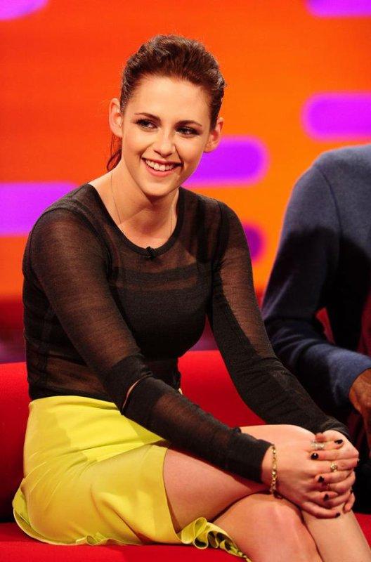 """Vendredi 11 Mai 2012: Kristen à """"The Graham Norton Show"""" à Londres."""