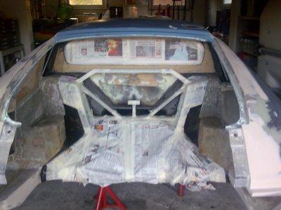 la camouflage des cablages,du chassie et des parties extérieures de la caisse avant la mise en peinture des compartiments avant et arrière et de l'intérieur de l'auto